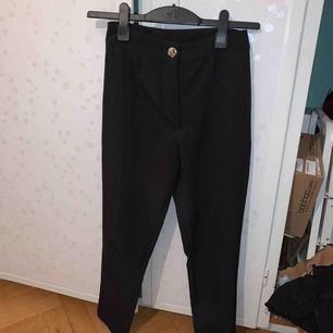 Jättesköna kostymbyxor i stl S/XS nyskick !