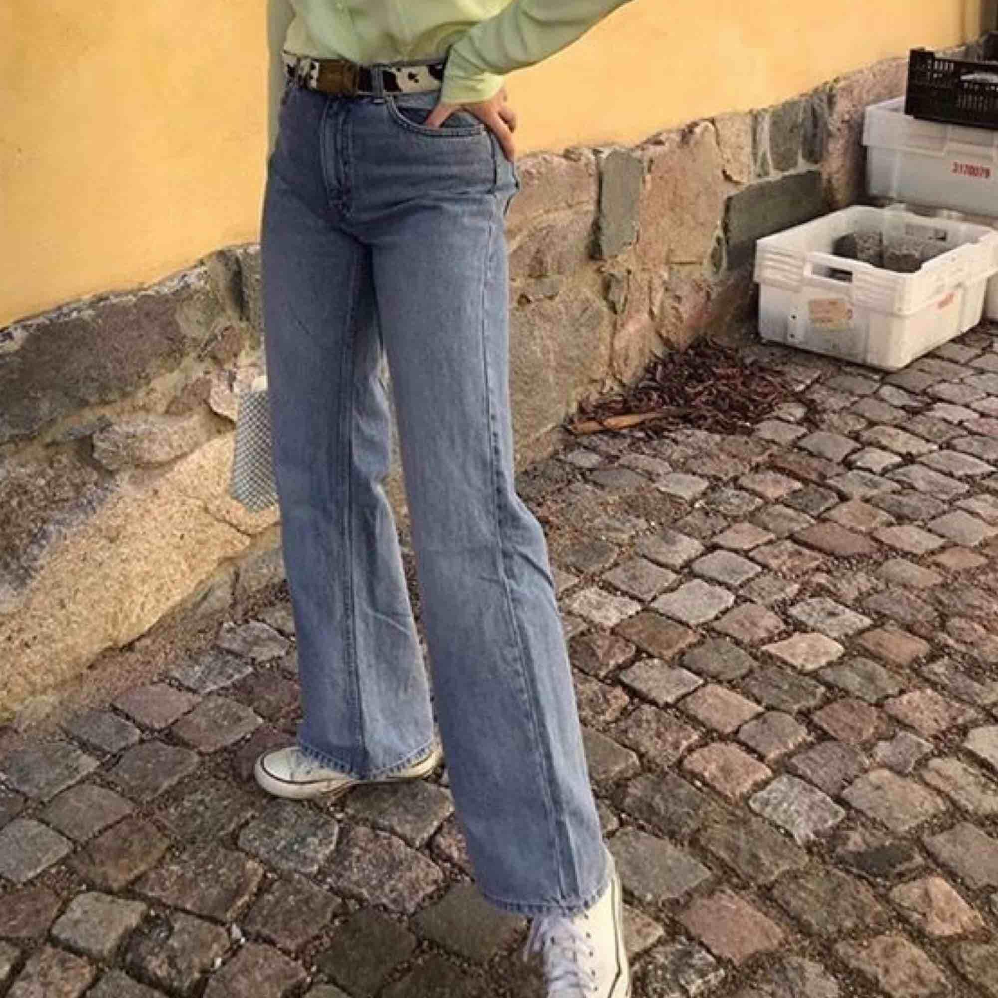 säljer mina fina monkijeans i modellen YOKO. de är i fint skick o köpta här på plick. pris kan diskuteras . Jeans & Byxor.