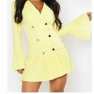 Superfin klänning, strl 36🤩🤩 Använd en gång!! Frakt tillkommer. (Stretchig så skulle kunna passa något större storlekar med).