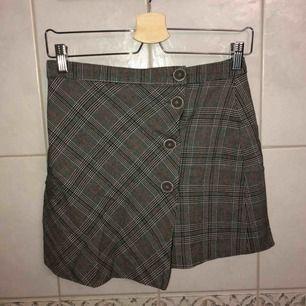 Supersöt rutig kjol från Zara med knappar