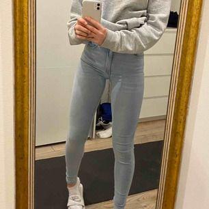 Fina jeans från Bik Bok. Nypris 600kr. Använda fåtal gånger