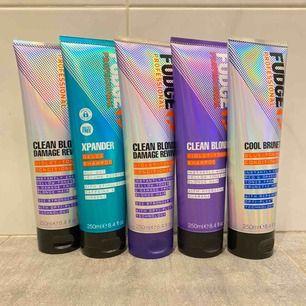 Silver schampo/balsam från det exklusiva märket fudge. ( 125kr för en produkt/ för Fudge kittet 219 )  Obs! Vid köp av två hårprodukter får du me en produkt ur vårt sortiment beroende på vad vi har inne🤗 (detta gäller inte för kittet)