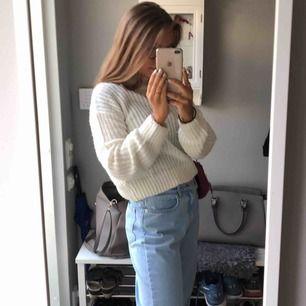 Stickad tröja från Hm som är lite kortare i modellen, sticks absolut inte! Vid intresse/ flera bilder skriv!
