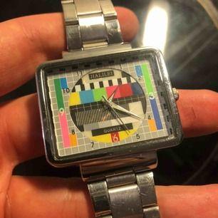 Vintage klocka med tv-bild. Batteri behövs! Frakt tillkommer