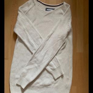 Säljes en race marine stickad tröja, använt ett fåtal gånger!! Bra för vintern :)