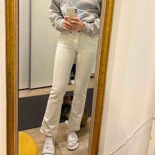 Ett par fina vita jeans från Acne Actions Jeans! Väldigt bra skick! Skulle säga att de är storlek 34! Frakt ingår ej, möts upp i stockholm!😇🦋