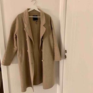 Beige kappa från Zara Fint skick  Köparen står för frakt