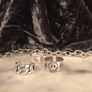 Säljer dessa underbara justerbara ringar i 925 sterling silver. Ringarna kostar 99kr/styck Köparen står för eventuell frakt :)