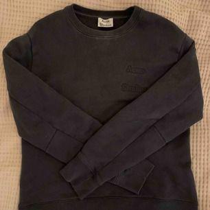 Acne Studios sweatshirt storlek S i superskick. BUDA!!
