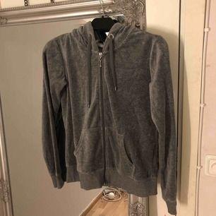 Mörkgrå tröja från Cubus