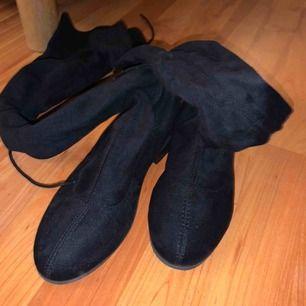 Over knees köpta från Nelly.com. Använda en gång & köpta för 400. Kan diskutera pris & kan frakta :)