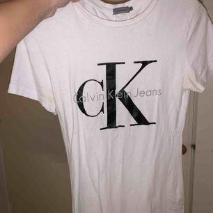 Ck tröja köpt på zalando för 499kr. Använd 1 gång. Kan diskutera pris & kan även frakta :)