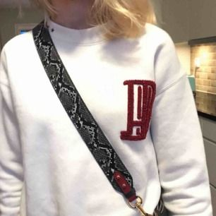 Snyggt väskband med ormmönster från ett uf företag, aldrig använt