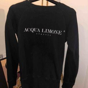 Acqua limone tröja i storlek XS, fint skick!   Betalning sker via swish och köpare står för frakt om det är nödvändigt, annars möts jag upp i tingsryd.