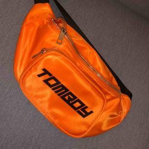 Orange bumbag från tomboy. Använt 1 gång så den är i fint skick.