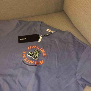 T-shirt ifrån weekday i storlek S men skulle säga att den passar M också. Aldrig använd, prislapp kvar!