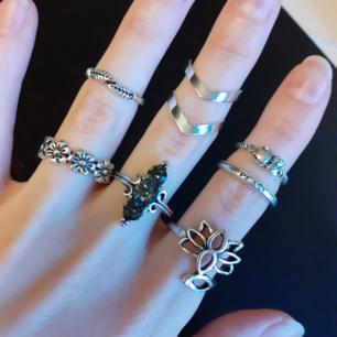 7pack ringset-FRED♡Säljes styckvis för ca 10-12:-/styck. Material: Alloy,Acrylic,Crystal. Färg: Silver. Märke: New Week. Frakt: 11:- På sista bilden är de som är sålda kryssade.