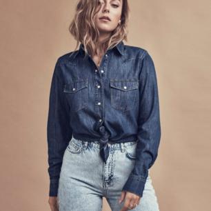 Ett par mom jeans som är i jätte fint skick😊. Säljer på grund av att de är för små för mig nu. Frakten blir 39kr!💞