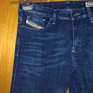 Helt nya oanvända diesel jeans! Köpte dem för 800kr aldrig använt och nu är de för små :(. Frakt tillkommer kan mötas upp i Malmö/Arlöv