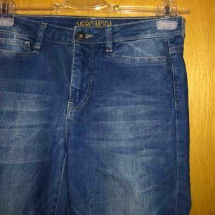 Använt Max 8 gånger jeans från Vero Moda! Har gått upp i vikt så dessa passar inte <3 as härliga! Frakt tillkommer annars mötas upp i Malmö/Arlöv