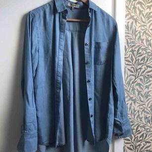 Skjorta från Whyred. I nyskick!  300kr