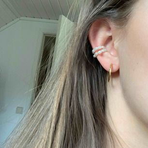 Två pärl-ringar som jag tror är från HM! De ge att justera lite grann. Aldrig använda🦋 30kr styck eller båda för 50! Frakt tillkommer på 11kr