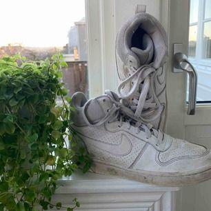 Välanvända Nike skor 💗 (priset kan diskuteras)