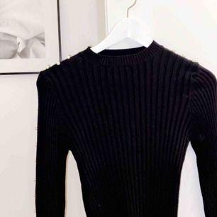 Säljer min svarta tröja från chiquelle pga att den har blivit för liten😊😊