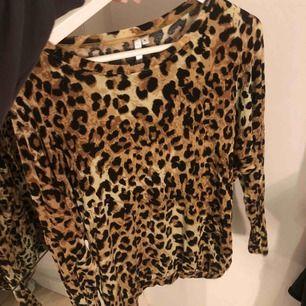 Oanvänd leopardtröja från lager 157