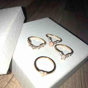 Oanvända ringar, storlek M eller mindre L. 7 kr frakt