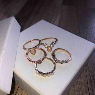 Oanvända ringar, storlek M eller mindre L. 7kr frakt