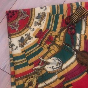 En sjal i silke. Vintage!