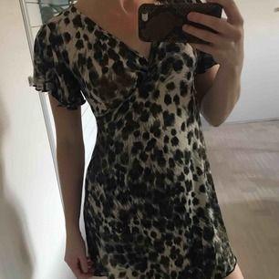 Skön klänning som är supermjul. Perfekt över bikini och liknande. Aldrig använd.