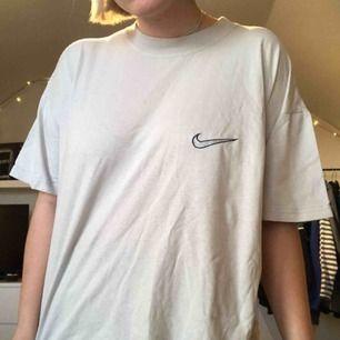 Thriftad t-shirt från Nike!  (Köparen står för frakten)