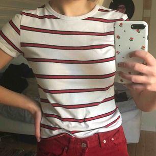 T-shirt från H&M. Skulle säga att den passar XXS, XS och S. Skriv till mig för mer information 👍🏼