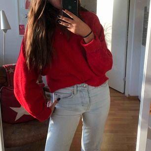 Röd stickad tröja, sticks inte, frakt är inräknat i priset 😘
