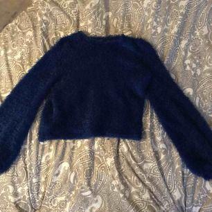 Snygg blå tröja från ginatricot Storlek M men skulle säga att den passar s också Knappt använd  Säljs för 50kr + frakt