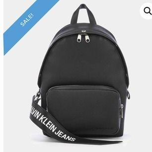 Säjer denna snygga ryggsäcken då jag inte använder den längre :/ köpte den på boozt. Dm:a mig om ni vill ha fler bilder på väskan 🥰❤️