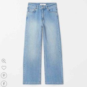 Carin Wester jeans med vida ben. Dem är väldigt populära från Åhléns!