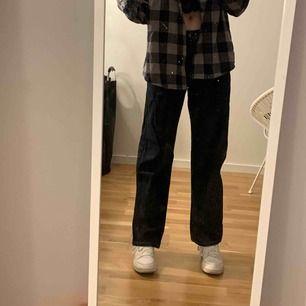 ett par snygga baggy jeans