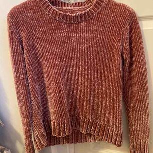 En superfin stickad tröja som aldrig har kommit till användning