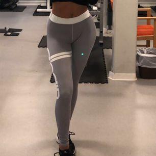 Säljer ett par super sköna tränings tights från Aimn💕