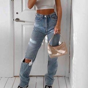 Sjukt snygga jeans, endast testad! Passar xs-s. Fraktkostnad tillkommer:)