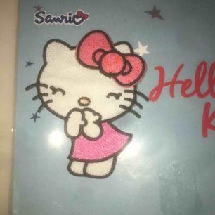 Helt ny oanvänd hello Kitty patch från SANRIO. Perfekt skick !! Köparen betalar frakt (11kr)