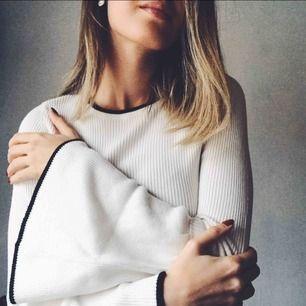 Såå stilren och fin ribbstickad tröja som inte kommer till användning hos mig..⭐️ Frakt tillkommer eller mötas upp i Halmstad 🥰