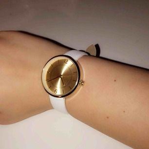 Klocka som jag aldrig använt, skulle tro att den är från gina💜✨