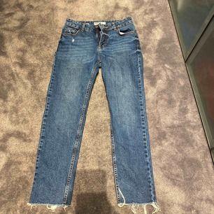 Blåa jeans, använda Max 2ggr, kom med bud