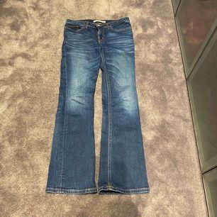 Fina bootcut jeans från Calvin Klein, använda Max 2 ggr, kom med bud