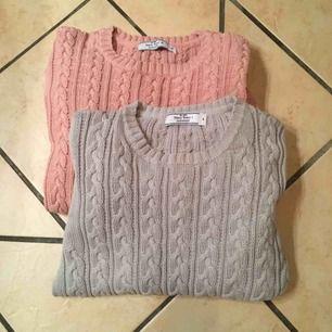 Säljer 2 lite finare & tjockare kabelstickade tröjor från NavyStory-Falkenberg, som är perfekta nu under lite kallare tider🥶 Den rosa är i storlek M & den grå i S, båda är i fint skick & knappt använda❄️ 100kr styck.