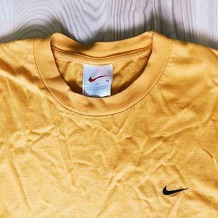 Storlek M som passar som XL Gul Nike vintage t-shirt